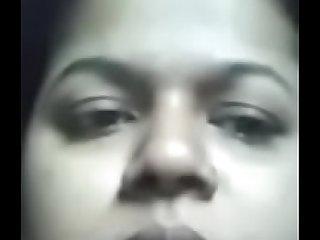 सीमा भाभी webcam में अपनी चुत दिखा  के पैसा कमा रही है