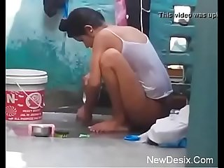 Desi girl bathing anent open hidden cam