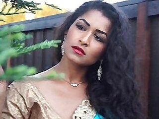 Peerless aunty dancing on bollywood song - Maya