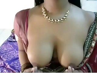 Indian big pair aunty in saree