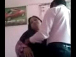 Desi Muslim aunty satisfied near chunky one